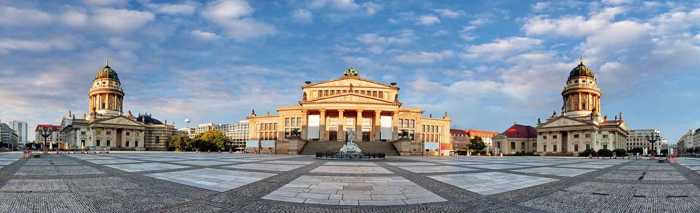 Am schönsten Platz Berlins können Sie in die Geschichte der Republik eintauchen. Buchen Sie deshalb noch heute Ihr Hotel am Gendarmenmarkt in Berlin.