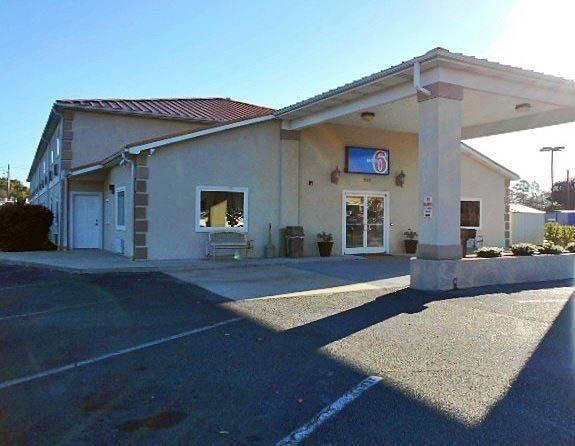 Motel 6 Hinesville, GA
