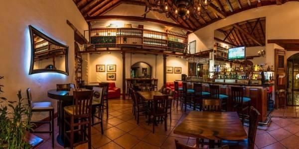 Estrada Hotel & Bistro