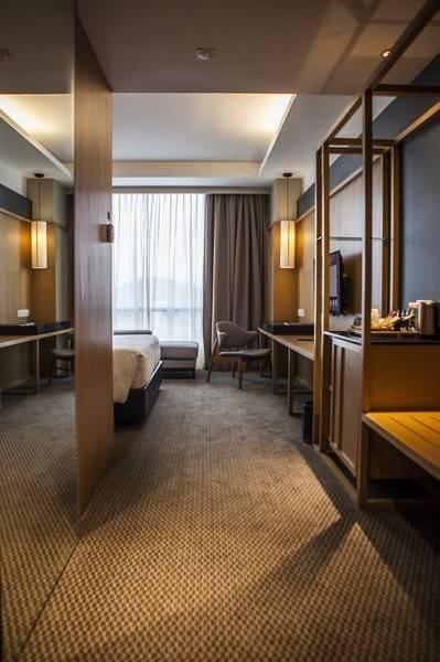 WEIL Hotel Preferred LIF