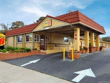 Hotel Super 8 by Wyndham Monterey