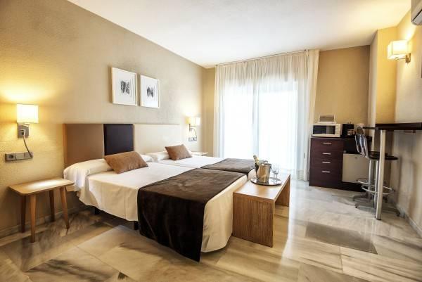 Hotel First Flatotel International