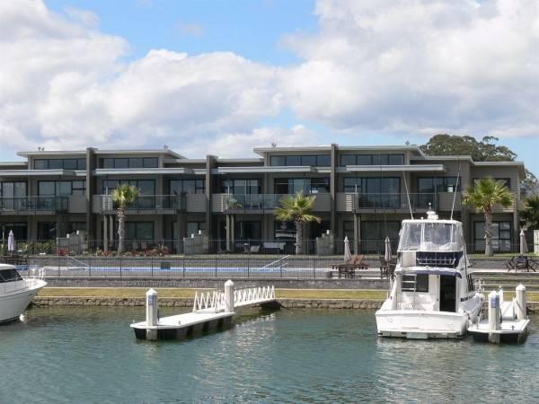 Hotel Sovereign Pier on the Waterways