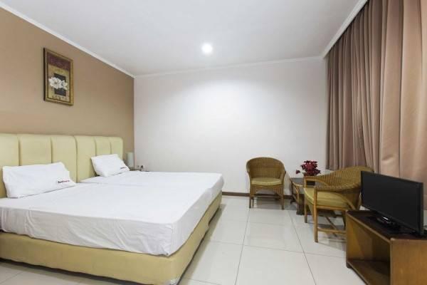 Hotel RedDoorz near Gondangdia Station