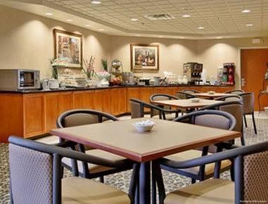 Hotel Wingate by Wyndham Louisville East