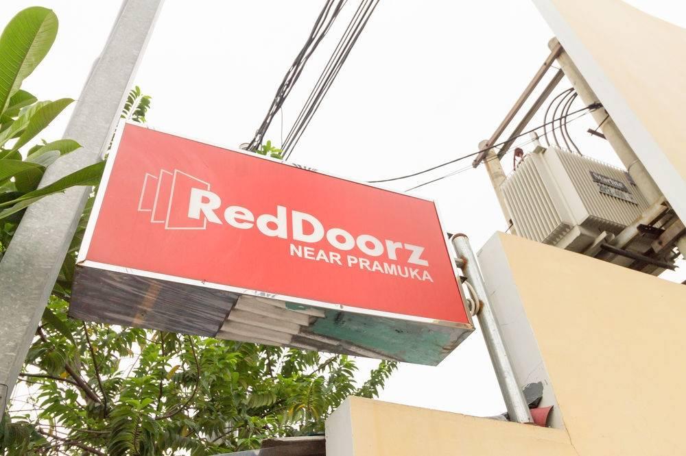 Hotel Reddoorz Near Pramuka In Jakarta Hrs