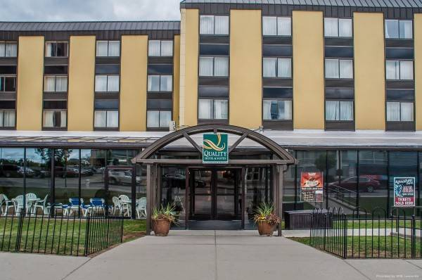 Quality Hotel and Suites At The Falls