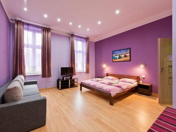 Queen Apartments & hostel 70's