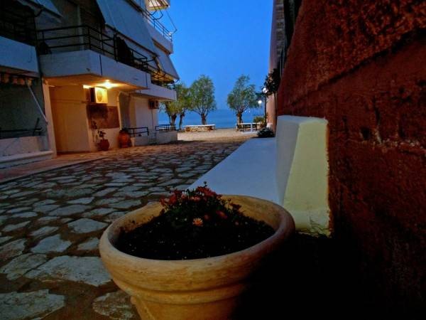 Hotel Vrachati Beach House