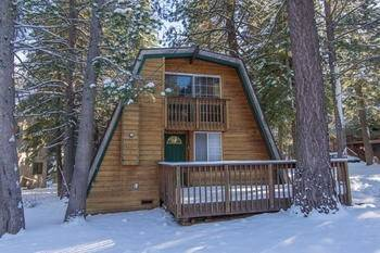 Hotel Northwoods Cabin by RedAwning
