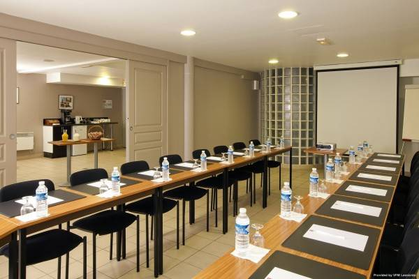 Sejours & Affaires Ivry Apparthotel