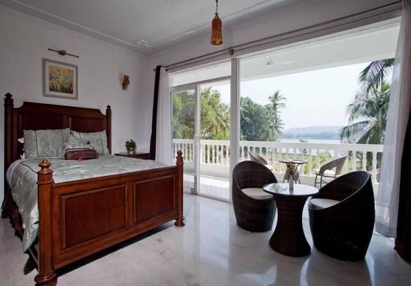 Hotel Safira River Front Resort