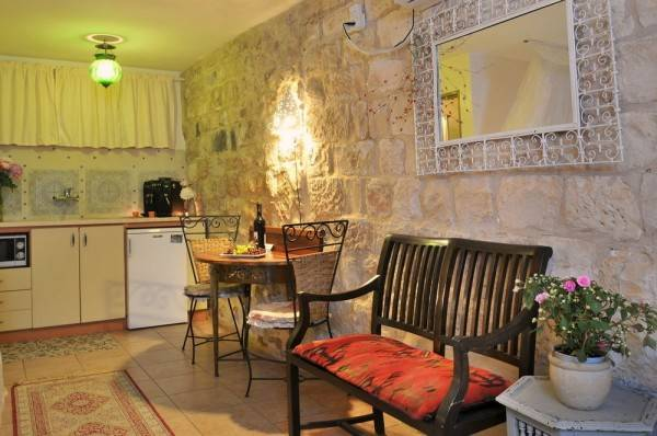 Pina Balev Inn