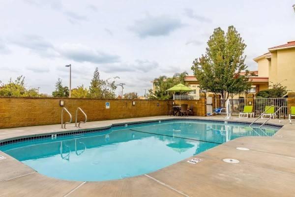 Comfort Inn and Suites Rocklin - Rosevil