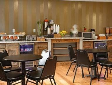 Hotel Super 8 by Wyndham Louisville Airport