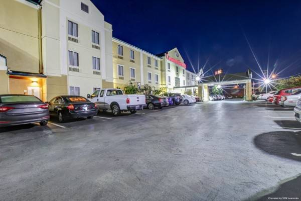 Hotel Comfort Suites At Rivergate Mall