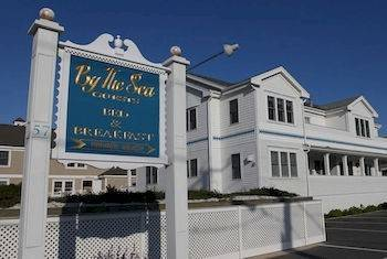 Hotel By the Sea Guests Bed & Breakfast & Suites