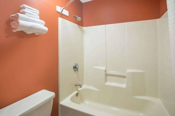 Hotel Travelodge by Wyndham Commerce GA Near Tanger Outlets Mall