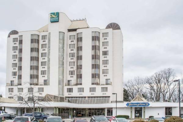 Hotel Quality Suites Oakville