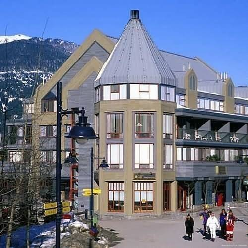 Hotel Raintree's Whiski Jack At Village Gate House Whistler