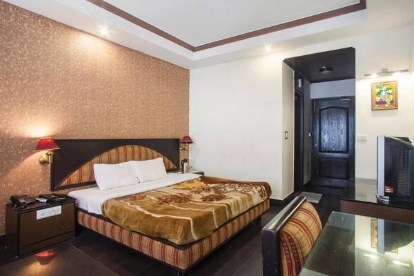 Hotel Drive Inn Dhanolti-35 kms from Mussoorie