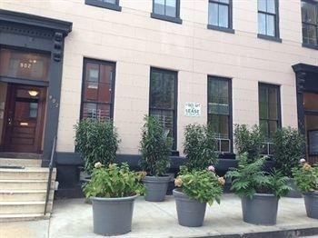 Hotel 902 St. Paul Street Apartments