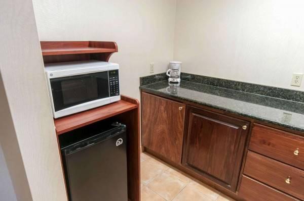 Comfort Inn and Suites Near Pocono Mount