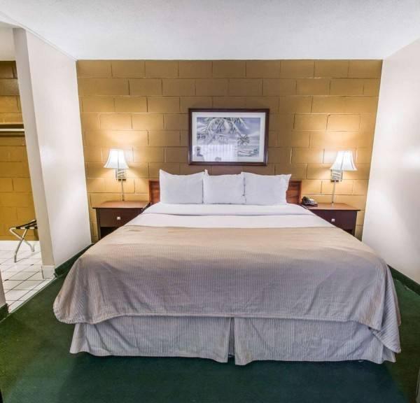 Hotel Econo Lodge Cocoa Beach - near the Port