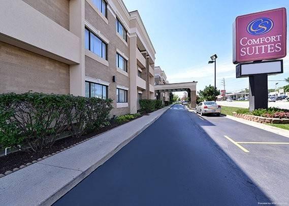 Hotel Comfort Suites Oakbrook Terrace near Oak
