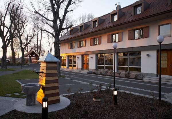Hotel Dvor Jezersek Ljubljana Airport