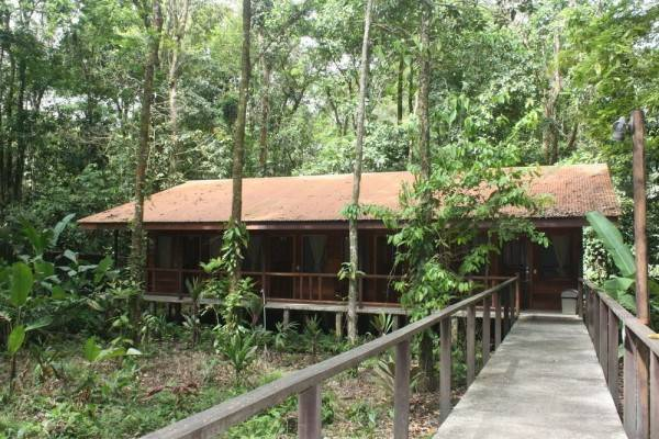 Hotel Rana Roja Lodge