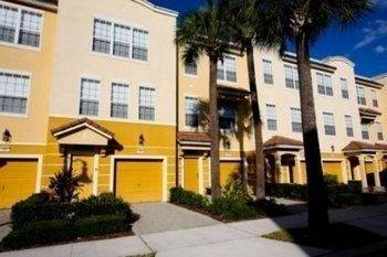 Hotel 3 bedroom Townhome close to Convention Center by RedAwning
