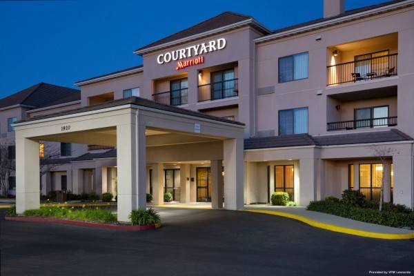 Hotel Courtyard Roseville