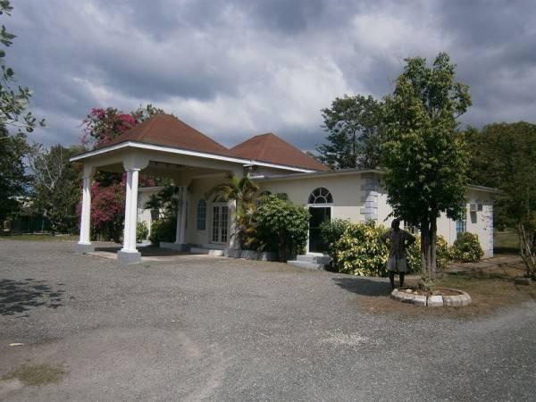 Hotel The Royal Hummingbird Resort