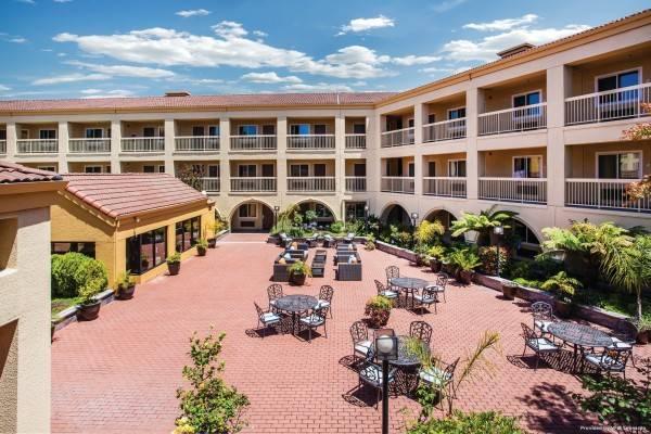 La Quinta Inn & Suites by Wyndham San Francisco Airport West