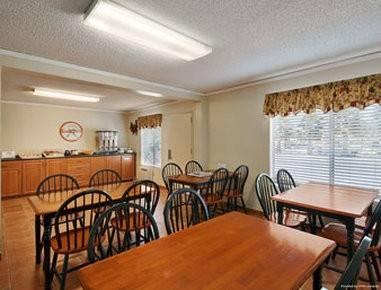 Econo Lodge Inn and Suites Escondido Dow