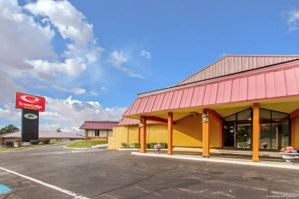 Econo Lodge Inn and Suites Gilbertsville