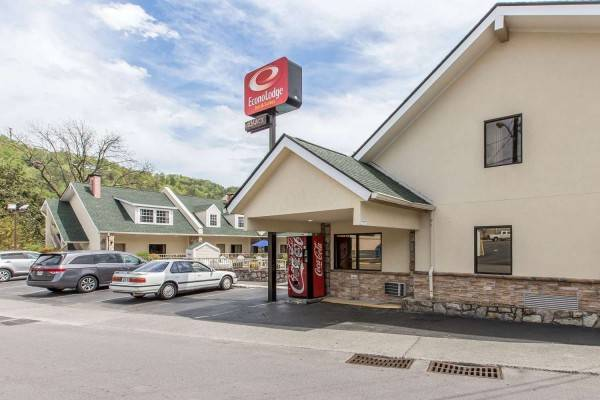 Econo Lodge Inn & Suites at the Convention Center