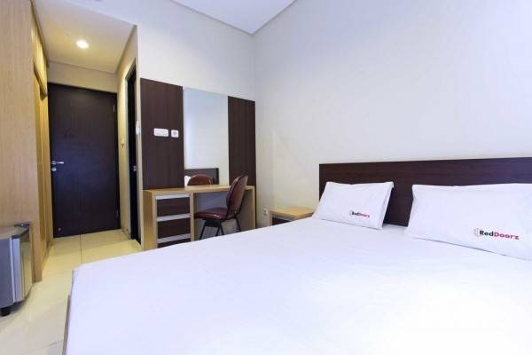 Hotel RedDoorz @ Taman Kebon Sirih