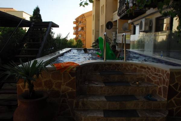 Hotel Saki Apartments