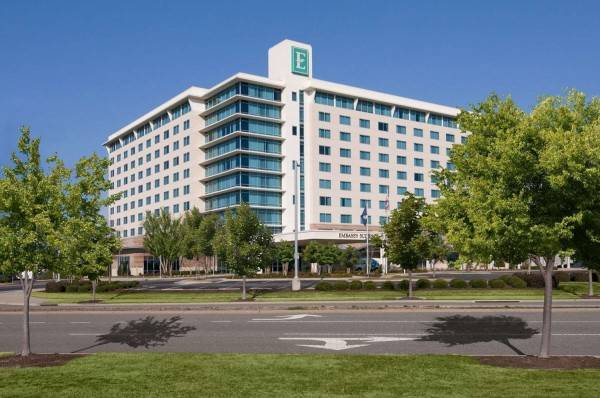 Embassy Suites by Hilton Hampton Hotel Convention Ctr - Spa