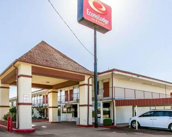 Econo Lodge Inn and Suites Near Brickto