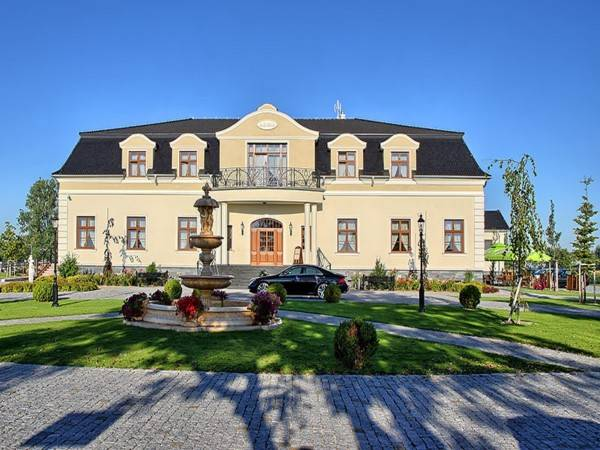Hotel Dworek Komorno