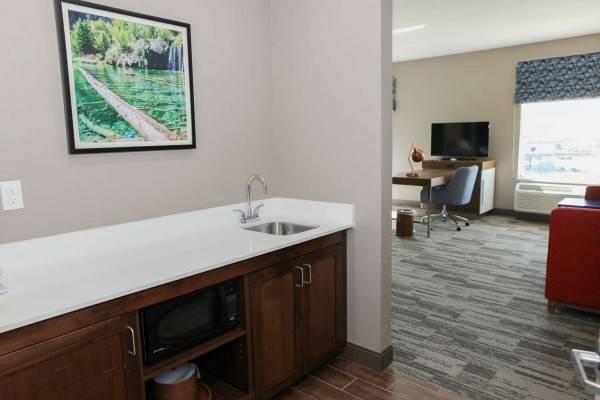 Hampton Inn & Suites Lafayette Medi