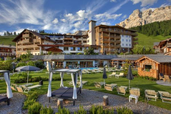 Fanes 4s Dolomiti Wellness Hotel