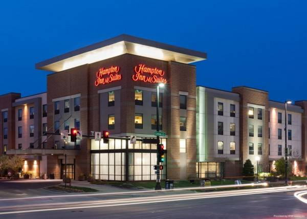 Hampton Inn - Suites Omaha-Downtown