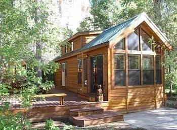Hotel Cedar Pines Resort