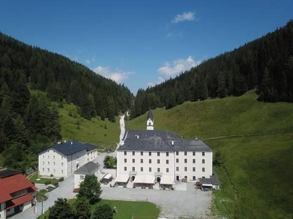"""Hotel Klostergasthof """"Maria Waldrast"""""""