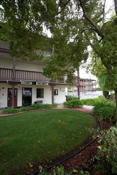 E-Z 8 Motel South Bay