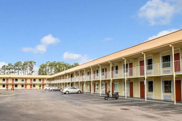 Rodeway Inn and Suites Wilmington North